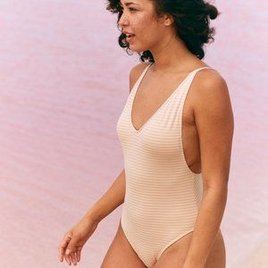 AERIE Ruffle Back Shimmer One Piece Swimsuit Q338